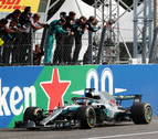 Hamilton consigue una victoria clave en la casa de Ferrari
