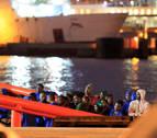 Rescatan a 18 inmigrantes en dos pateras en el Estrecho