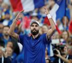 El debutante Paire barre a Carreño y pone el 1-0 para Francia