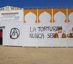 Aparecen pintadas animalistas en la plaza de toros de Olite