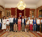 Pamplona recibe a los patinadores navarros tras los campeonatos de este verano