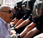 Tensión entre la Policía y pensionistas por no permitirles llegar al Congreso