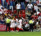 Ocho heridos leves al derrumbarse una grada en Ipurua en el Eibar-Sevilla
