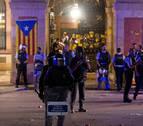 Los Mossos impiden con cargas el asalto de los radicales al Parlament