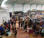 Cientos de personas visitan el nuevo rastro de Traperos de Emaús en Berriozar