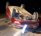 Herido un menor tras salirse de la vía y volcar el coche que conducía