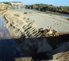 La CHE desplaza gravas en el río Aragón en Milagro para evitar daños