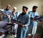 Los afganos vuelven a las urnas tras no abrir el sábado 401 centros electorales