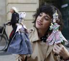La artista Mila García Louzao expone en el Gayarre sus creaciones de papel
