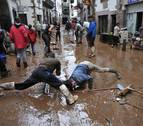 Compuertas para vecinos ante el riesgo de inundación en Elizondo y Sunbilla