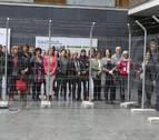 Muestra para reflexionar sobre los refugiados en el Parlamento de Navarra