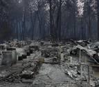 California sigue luchando contra el fuego a la espera de la lluvia del miércoles
