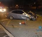 Choca con otros 4 vehículos, huye y se deja el móvil en el coche en Pamplona