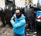 Primeras cargas y gases lacrimógenos en París contra los