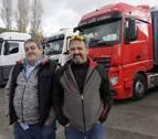 Dos amigos viajan de Huarte a Calais cargados de ropa para personas refugiadas