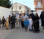 Los niños de Buñuel esperan a la Navidad 'pidiendo posada'