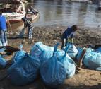 Voluntarios sacan cientos de kilos de plástico del río Nilo en tres horas
