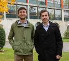 Los estudiantes Iñigo de Carlos Artajo y David Garciandía Igal, en el mayor debate universitario