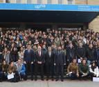 Los 375 estudiantes de los programas de movilidad reciben las becas de Caja Rural