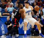 Ibaka secunda a Leonard pero no evita la derrota de los Raptors en Orlando