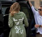 De Balenciaga a la chaqueta de Melania Trump, la moda vista desde la espalda