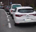 Choca contra varios coches estacionados en la Rochapea y da positivo en alcohol