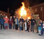 La Ribera estellesa quema lo viejo y lo malo en las hogueras de San Antón