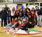 Deportistas de Barañáin, con las selecciones navarras de baloncesto en Lezo y Huelva