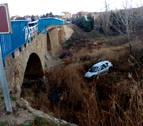 Un coche cae de un puente al río Alhama en Cintruénigo
