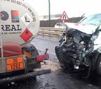 Dos heridos en un accidente entre una furgoneta y un camión cisterna en Landaben