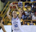 La navarra María Asurmendi asombra en la Euroliga con un triple desde su campo