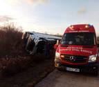 Un herido leve tras salirse un camión de la vía en la AP-15, en Garínoain