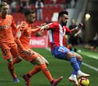 Un gol de rebote permite al Sporting recuperar la sonrisa en El Molinón