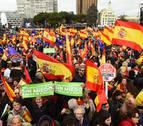 Multitudinaria concentración en Madrid por la unidad de España y para exigir elecciones a Sánchez