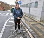 Una denuncia al día por aparcar en plazas de discapacitados en Pamplona