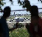 La frontera se llena de ayuda humanitaria para Venezuela, un 'show' que Maduro rechaza