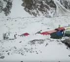 Txikon improvisa una Ciudadela de nieve