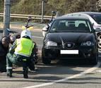 Herido leve un motorista en una colisión con un turismo en la PA-30