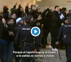 Los ultras del Zaragoza, a su llegada a El Sadar: