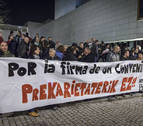 Tiempo mudo frente al Parlamento por la huelga de villavesas