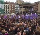 Miles de personas se concentran en Pamplona con motivo del Día de la Mujer