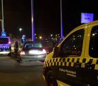 Dos heridos leves tras empotrar su coche contra una farola en Pamplona