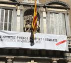 Torra desafía a la Junta Electoral y cambia el lazo amarillo por uno blanco