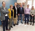 Parlamentarios forales visitan en San Adrián 'La Fábrica Vieja' de Conservas El Navarrico