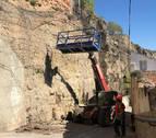 Andosilla inicia el arreglo de la peña ante el peligro  real de derrumbes