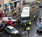 Un autobús arrolla varios coches en Málaga tras desvanecerse el conductor