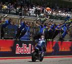 Rins aguanta a Rossi, aprovecha la caída de Márquez y gana en Austin