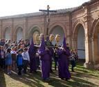 Los mazos y carracas protagonizan la procesión del Cristo en alto de Cascante