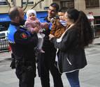 Dos policías salvan a una niña de un año atragantada en Peralta