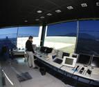 La torre de control del aeropuerto de Noáin regula 64 vuelos esta Semana Santa